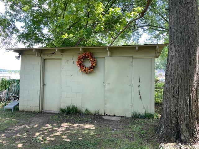 Yard featured at 13 Lakeshore Ln, Conway, AR 72032