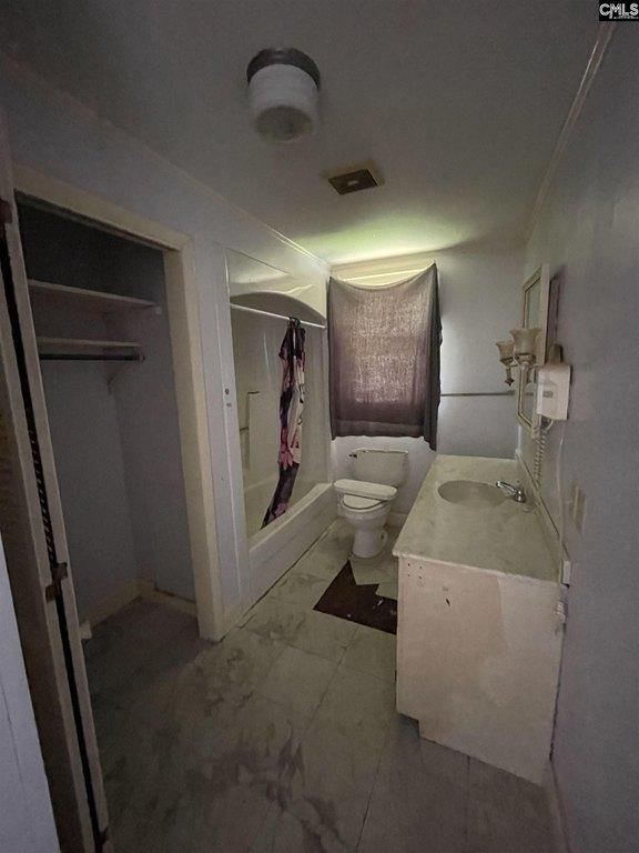 Bathroom featured at 201 Merritt Ave, Ridge Spring, SC 29129