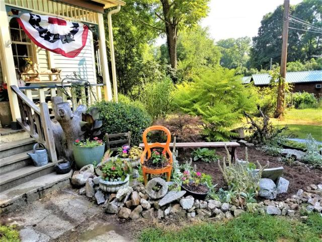 Yard featured at 125 Fort Springs Turnpike Rd, Sinks Grove, WV 24976