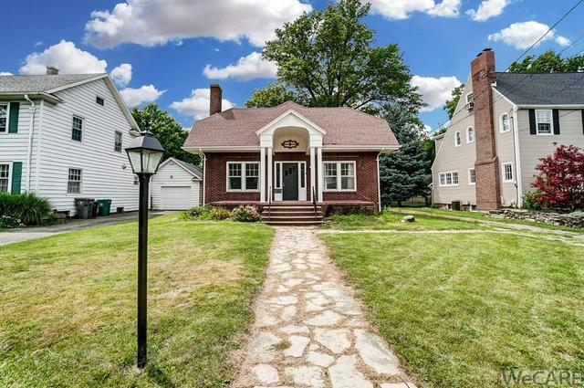 House view featured at 322 Rosedale Ave S, Lima, OH 45805