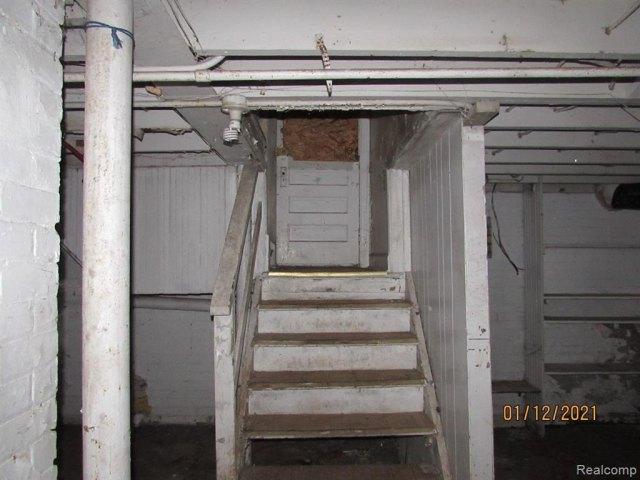 Porch featured at 17319 Runyon St, Detroit, MI 48234