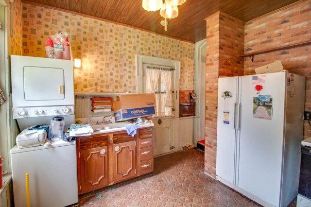 Kitchen featured at 403 E 8th St, Alton, IL 62002