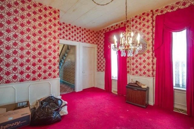 Bedroom featured at 403 E 8th St, Alton, IL 62002