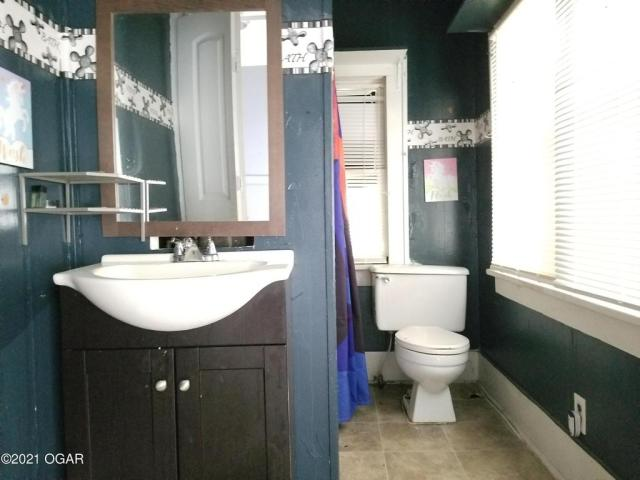 Bathroom featured at 1521 S Connor Ave, Joplin, MO 64804