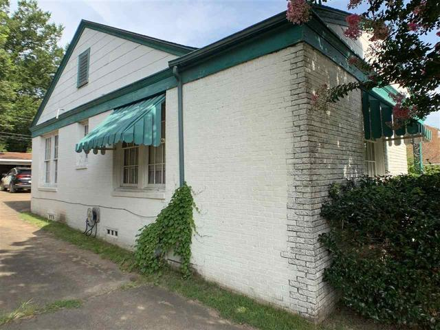 House view featured at 1307 Locust St, Texarkana, AR 71854