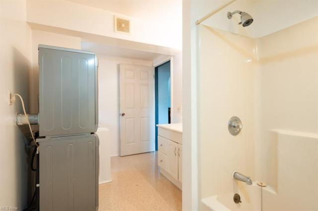 Bathroom featured at 70-72 Clifton Dr, Boardman, OH 44512