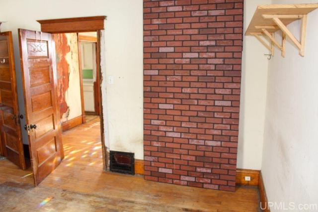 Living room featured at 122 Ahmeek St, Laurium, MI 49913