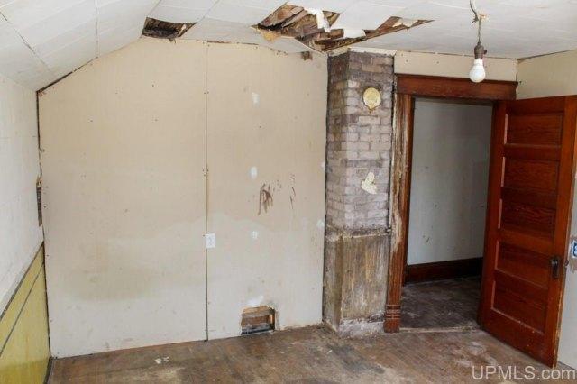 Garage featured at 122 Ahmeek St, Laurium, MI 49913