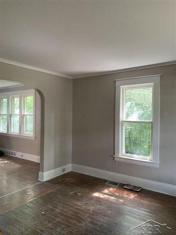 Bedroom featured at 2314 N Oakley St, Saginaw, MI 48602