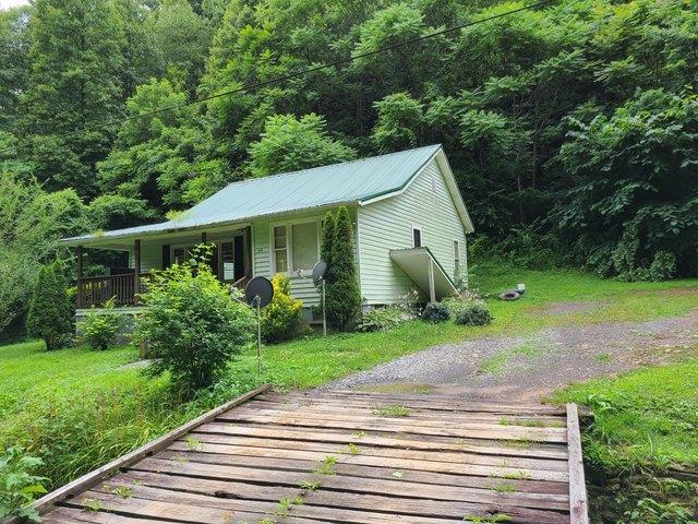 Porch yard featured at 169 Doe Branch Rd, Haysi, VA 24256