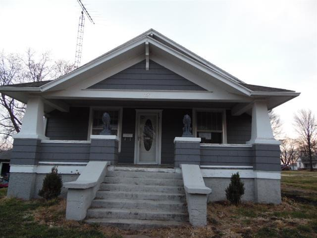 Porch featured at 123 E Lincoln St, Slater, MO 65349