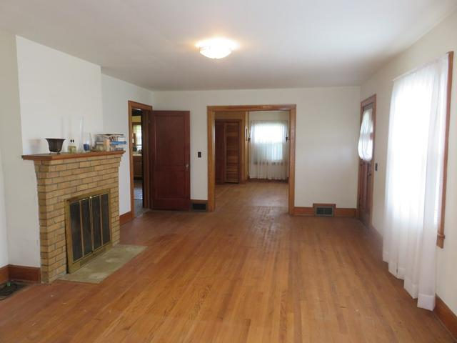 Living room featured at 3535 Low Gap Rd, Troutdale, VA 24378