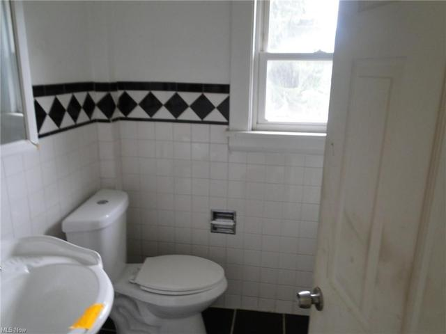 Bathroom featured at 159 Maywood Dr, Youngstown, OH 44512