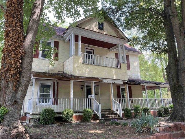Porch featured at 514 W Robinson St, Gaffney, SC 29341