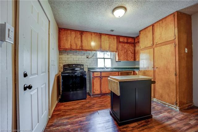 Kitchen featured at 414 S 6th St, Van Buren, AR 72956