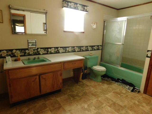 Bathroom featured at 219 W 5th Ave, Williamson, WV 25661