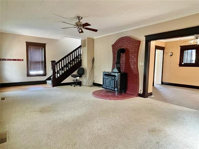 Bedroom featured at 407 W 11th St, Trenton, MO 64683