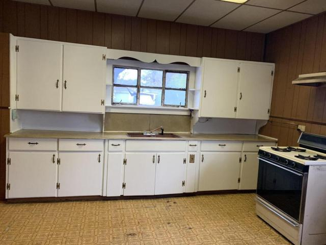 Kitchen featured at 110 W Spring St, Ozark, AR 72949