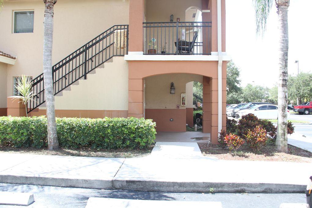 3760 N Jog Rd Apt 101, Royal Palm Beach, FL 33411