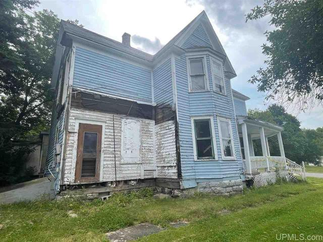 House view featured at 411 Cherry St, Iron River, MI 49935