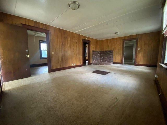 Living room featured at 6987 Wilson Ave, Arkansas City, KS 67005