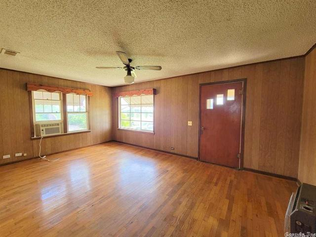 Living room featured at 837 Polk Road 1, Grannis, AR 71944