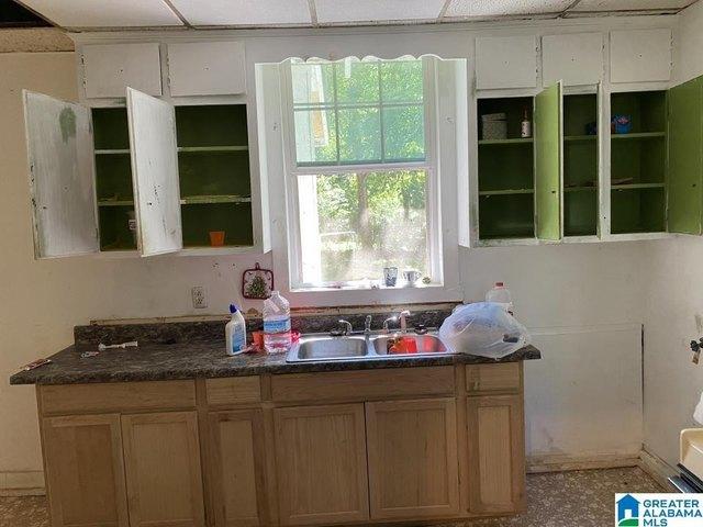 Kitchen featured at 1118 Foster Ave, Gadsden, AL 35901