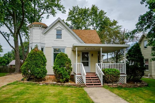 Porch yard featured at 205 E 2nd Ave, Deer Creek, IL 61733
