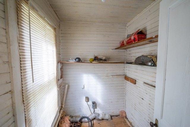Garage featured at 119 Church St, Kenbridge, VA 23944