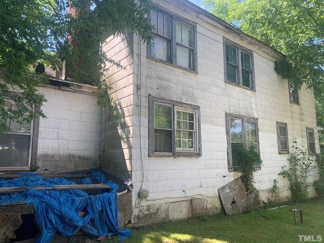 Porch yard featured at 120 W Rockspring St, Henderson, NC 27536