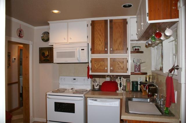 Laundry room featured at 220 Hill Terrace St, Crawfordville, GA 30631