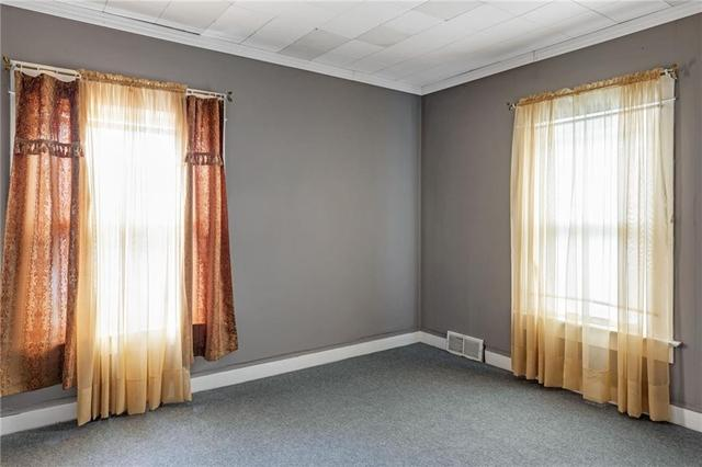 Bedroom featured at 608 Chestnut St, New Castle, PA 16101