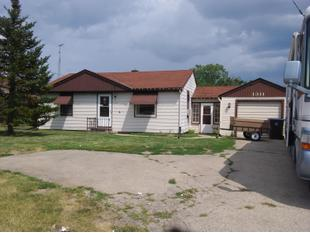 "<div></img>1311 N Green Bay Rd</div><div>Mount Pleasant, Wisconsin 53406</div>"" data-original=""/img/cdn/assets/layout/patch_white_bg.jpg""></a></figure><div class="