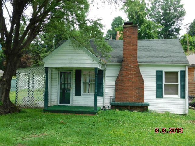 Yard featured at 64 Parkway Dr, Williamson, WV 25661