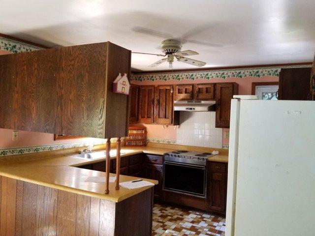 Kitchen featured at 142 Abbaguchee Ln, Richwood, WV 26261