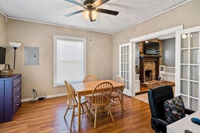 Dining room featured at 102 Hiseville Coral Hill Rd, Glasgow, KY 42141