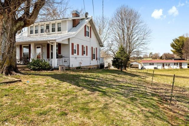 House view featured at 102 Hiseville Coral Hill Rd, Glasgow, KY 42141