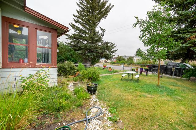 Yard featured at 210 2nd Ave SW, Cut Bank, MT 59427