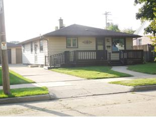 "<div></img>2040 W Lawn Ave</div><div>Racine, Wisconsin 53405</div>"" data-original=""/img/cdn/assets/layout/patch_white_bg.jpg""></a></figure><div class="
