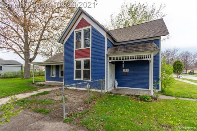 Porch yard featured at 171 Court St, Mount Clemens, MI 48043