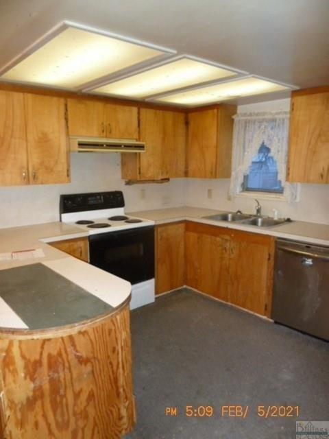 Kitchen featured at 209 Orchard St, Hysham, MT 59038