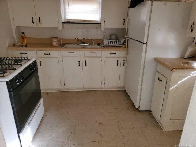 Kitchen featured at 404 Ash St, Pawnee, OK 74058
