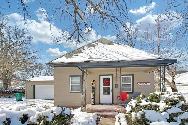 House view featured at 414 N 24th St, Parsons, KS 67357