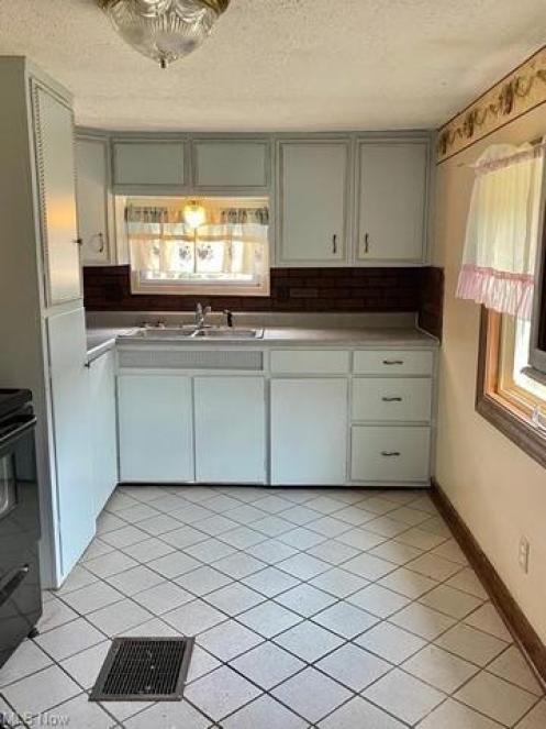 Laundry room featured at 109 W Main St, Salineville, OH 43945