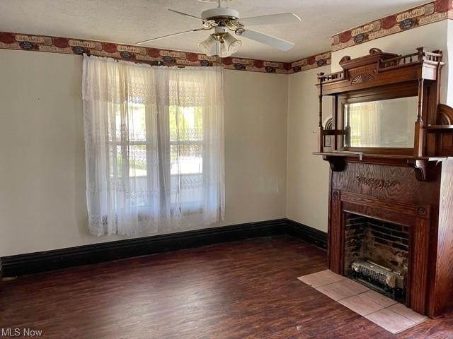 Living room featured at 109 W Main St, Salineville, OH 43945