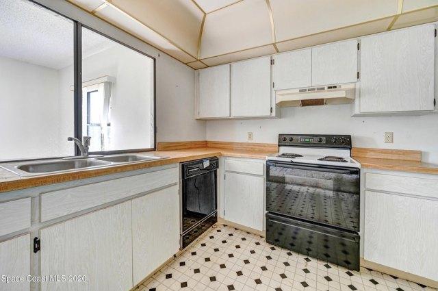 Kitchen featured at 1251 Freil Rd NE, Palm Bay, FL 32905