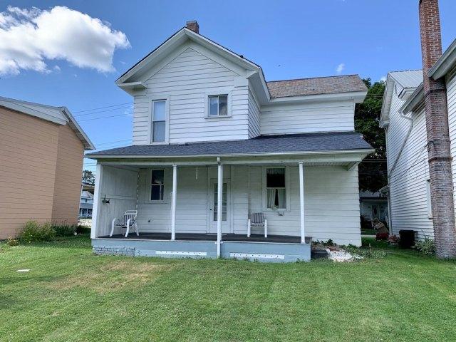 Porch yard featured at 719 W Mahoning St, Punxsutawney, PA 15767