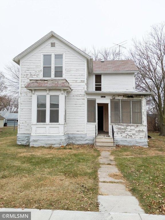 Porch yard featured at 407 W Alden St, Arlington, MN 55307