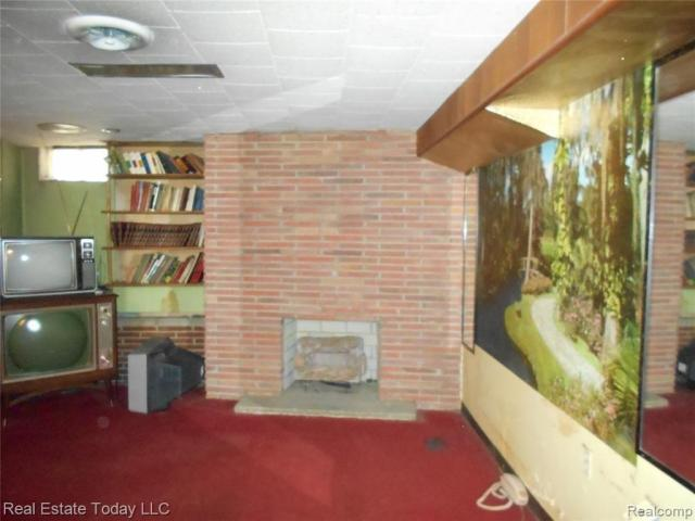 Living room featured at 3364 S Liddesdale St, Detroit, MI 48217