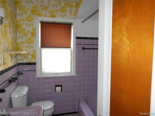 Bathroom featured at 3364 S Liddesdale St, Detroit, MI 48217